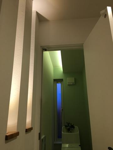 間接ビームライトのトイレ