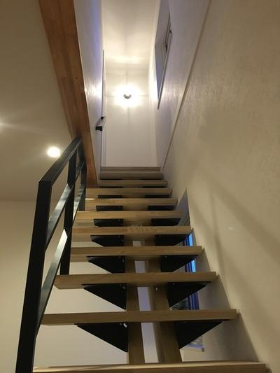 造作ツインセンターボーンスケルトン階段