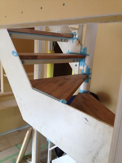 階段も塗れました。もう感動の嵐でありまする♫