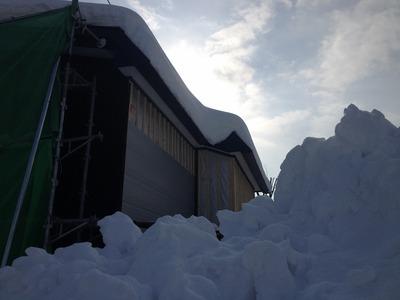 雪の落ちる側には下地を倍のピッチで入れます