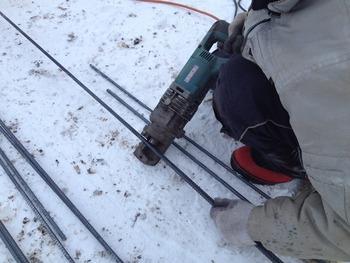 鉄筋は油圧カッターで切るんですよ
