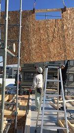 2階のシェルパネルの組み立て�竹中組