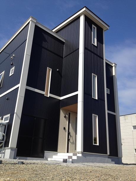 晴天に映える屋上付きの家Solid