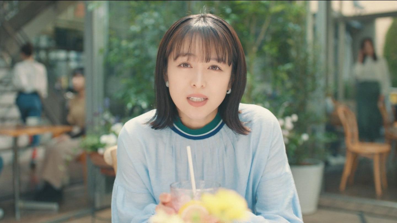 女優 ロリエ cm