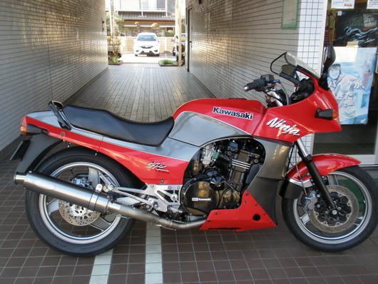 129GPZ900R(赤銀)右