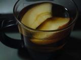 林檎入りお湯割りカシス酒