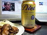 アンソニーみながら焼鳥を食べる
