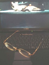 古いノートPCと眼鏡