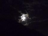 雲かわす月