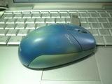 今は使われてない使い込まれたマウス(右側)
