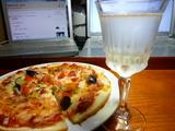 ピッツァとスパークリングワインで乾杯♪