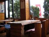 明るいテーブル席