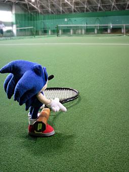 テニスをするソニック.jpg