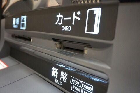 【悲報】ATMに残された8千円を持って帰った看護師長の末路……