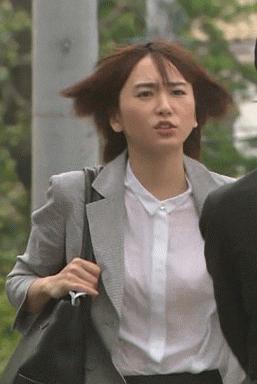 【悲報】新垣結衣さん、ドラマの走るシーンで胸をボヨンボヨンさせてしまう