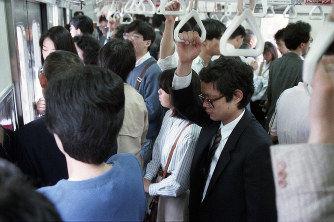 【悲報】ワイ新入社員、満員電車がキツすぎた結果・・・