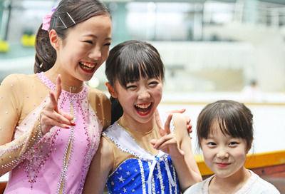 【きゃわ♪】フィギュアスケート本田3姉妹、純白衣装を公開 CMで初共演!