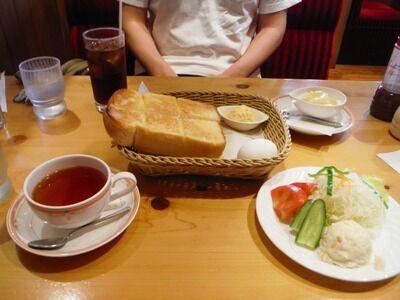 【悲報】コメダ珈琲で昼飯を食ったワイ、夜ご飯が食べれなくなる