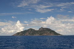 尖閣周辺に中国公船 4隻中1隻は機関砲のようなものを搭載