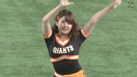 【画像】尾崎里紗アナが巨人ユニを着た結果wwww