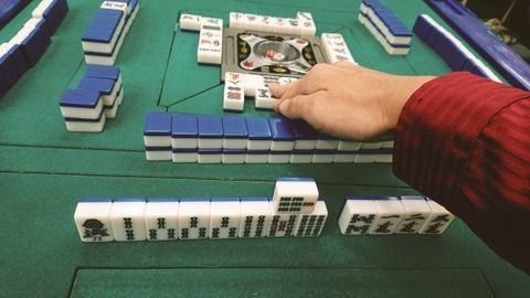 【悲報】優勝者5000万円の麻雀大会でとんでもない反則映像が残ってしまう…この大会アカンやろ…