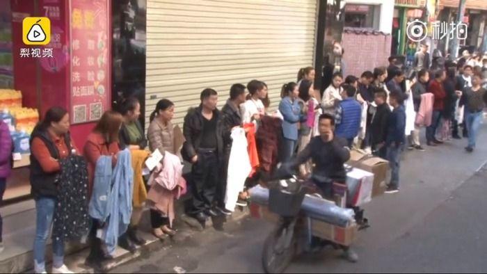 中国で異様な光景…労働者を求める工場経営者の行列