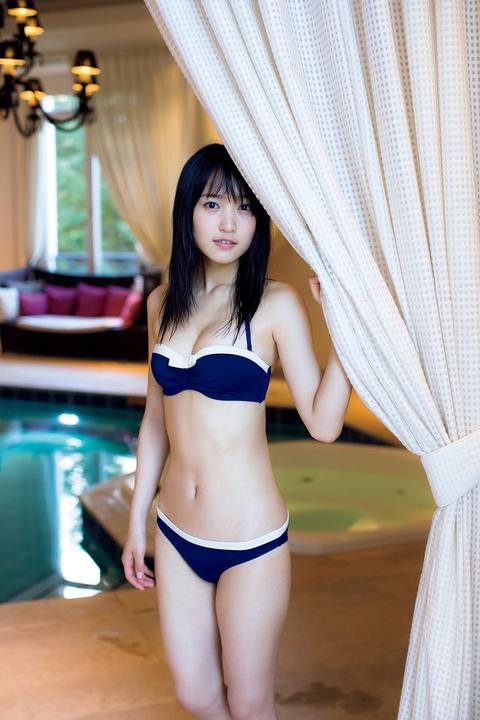 欅坂46No.1お嬢さまの菅井友香さん、水着グラビア披露