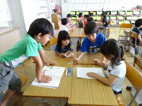 【愕然】教師「2人組作って」「仲いい人とグループ作って」← これwwwwwwww