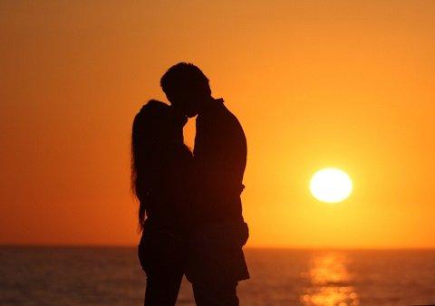 【朗報】こんなとき女は男とキスしたいと思っているぞ!