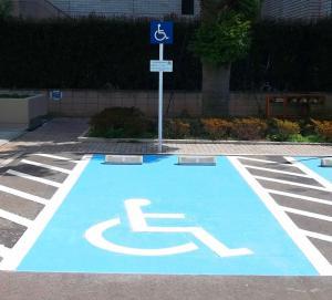 障害者用駐車場に駐車する健常者の思考回路がヤバイと話題に
