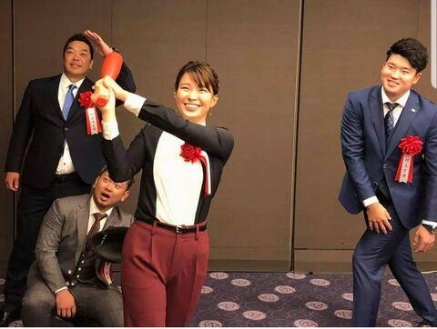 【画像】阿部森友哉村上、ゴルフ渋野日向子とおふざけをする