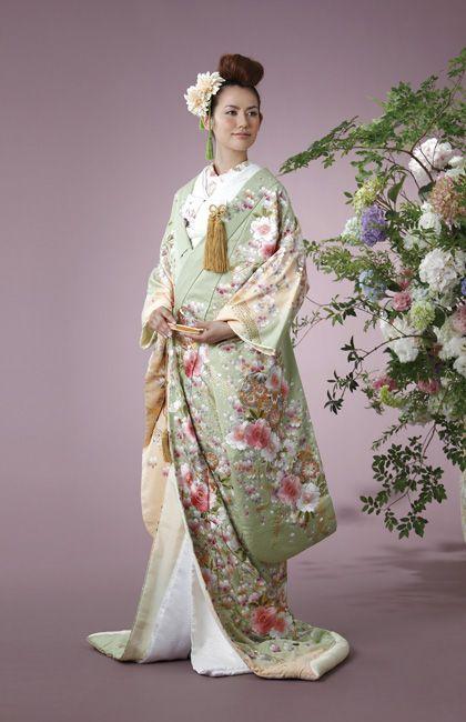 コトメちゃんの成人祝いの席に、お金持ちの義祖母に取り入ろうと豪華絢爛な着物で登場した義兄嫁。
