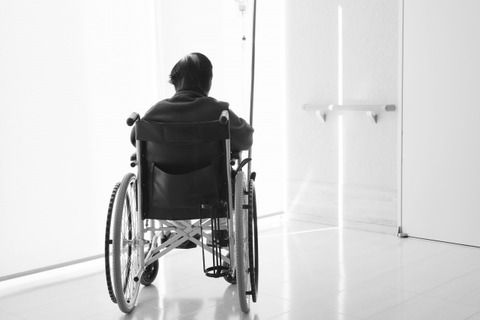 【怒報】ワイ車椅子マン、駅員の態度にブチギレる!!!