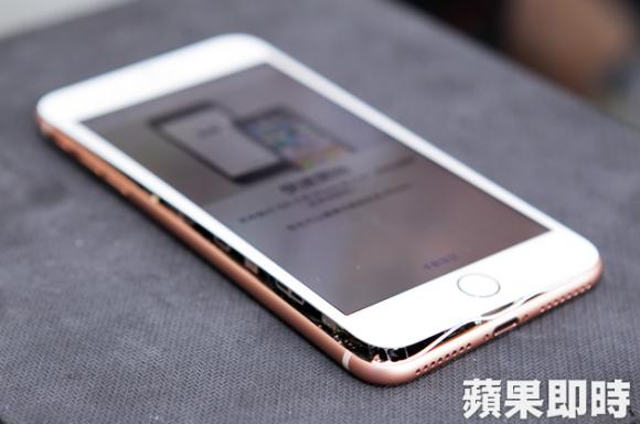 【悲報】iPhone 8/8 Plusの売上が激減…バッテリー膨張でハマグリスマホと馬鹿にされてしまう