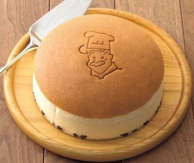 【画像】りくろーおじさんのチーズケーキを新幹線でも食べられる方法がこれwwww