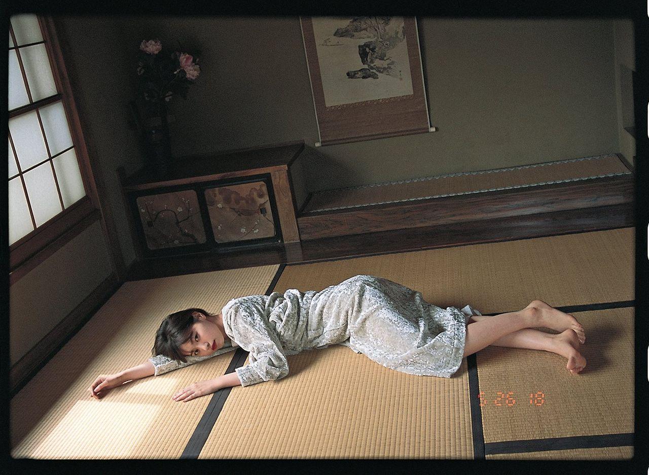 乃木坂46西野七瀬×写真家・鈴木親氏「Dramatic Theme」『OVERTURE No.015』表紙・巻頭の一部が公開