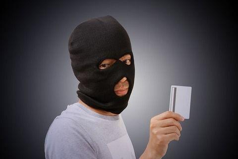 【衝撃】プールでクレジットカード盗まれた結果wwwwwwwww