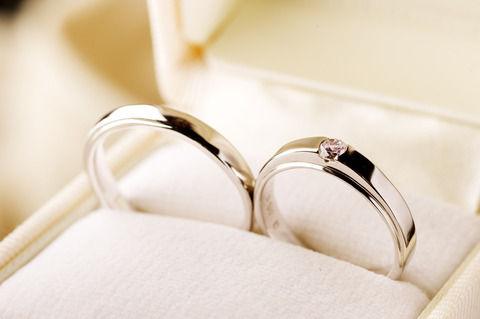 今から10年以上前に結婚。大学卒業するとほぼ同時に結婚したので、世間知らずの恐い物知らずで常識知らずだった。