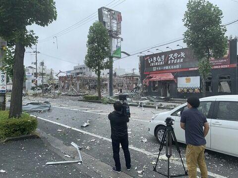 【画像】福島の爆発現場にバズーカ持った男が映り込む