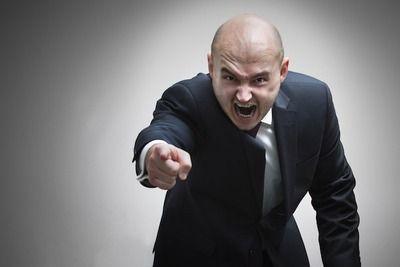 店の皿に吸い殻捨てたやつに店長キレて乱闘になった