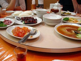 友人「美味しい店あるから行こう」私「イイネ」→中華料理屋だったんだが、私「どれもいいね、何にする?」友「は?自分が好きなヤツ頼めばいいじゃん?」私「えっ…」