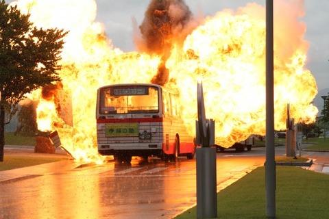 バス火災事故