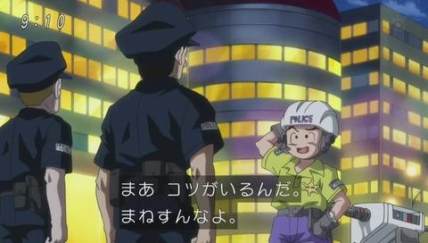 強盗を追う警官クリリン