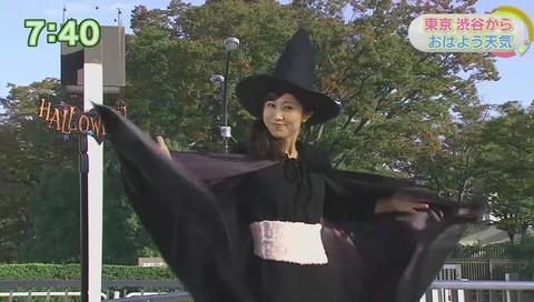 おはよう日本で気象予報士 酒井千佳さんがハロウィンのコスプレ 腹巻
