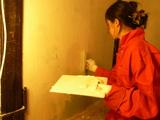 壁を塗る1