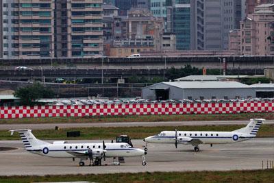 DSC_7892台湾空軍B1900SM