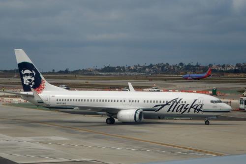 20120306_0781アラスカ航空B737-800