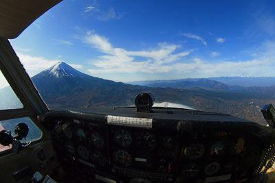 20191117P1015975JA3446飛行中富士山2SM