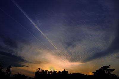 20111127_0670飛行機雲横SM