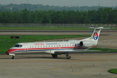 20120425_2072中国東方ERJ145